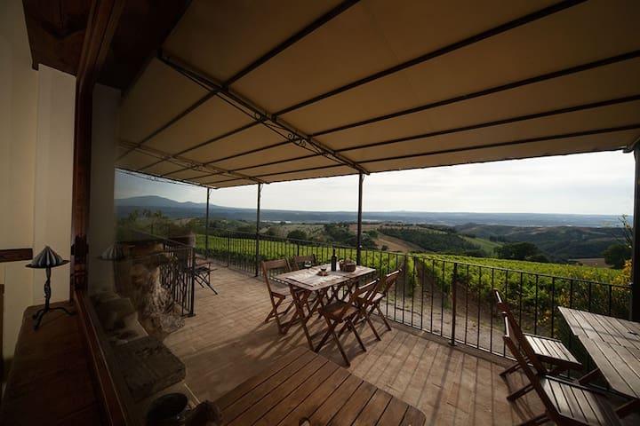Casale con piscina in Umbria