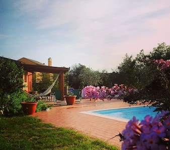 Tuscia countryside Villa with a pool close to Rome - Gallese - บ้าน