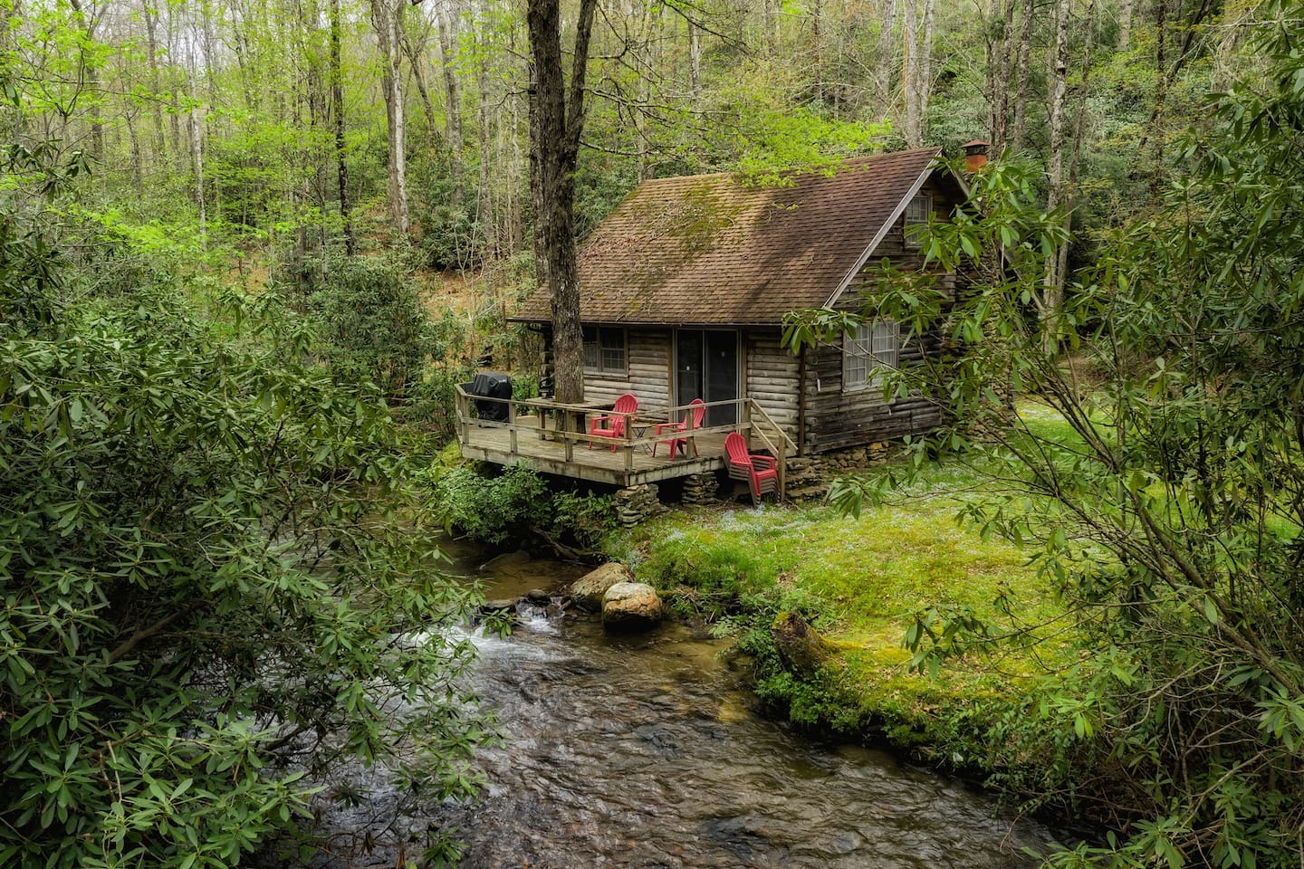 Cabin sits directly on the Creek. The deck is a perfect place to enjoy a wine or coffee.
