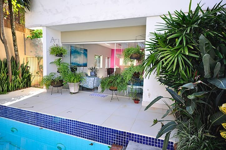 casa com segurança, piscina e área gourmet