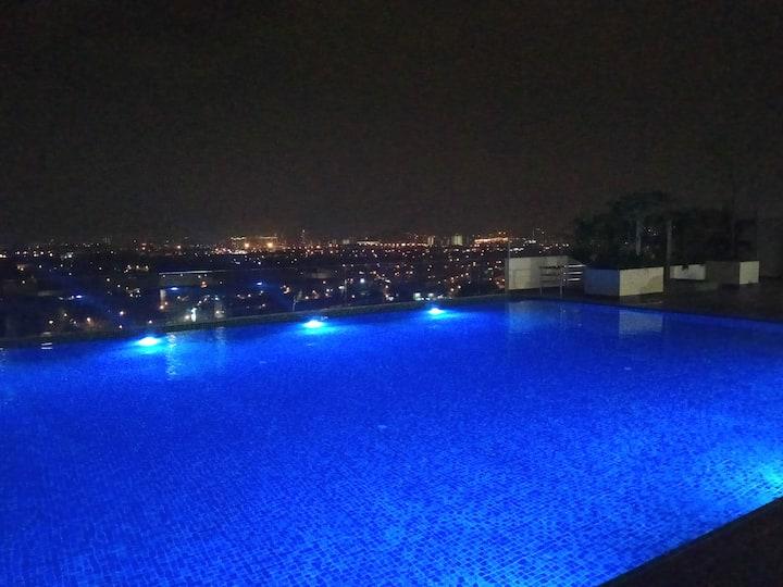 Infinity pool in Bangi @EVO SOHO Suites
