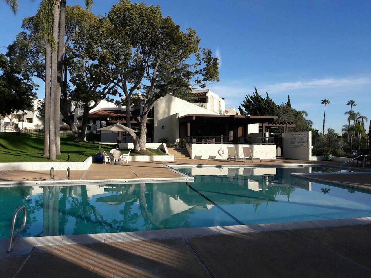 Resort style pool & jacuzzi