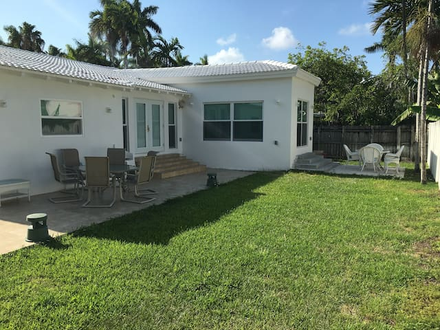 2Bd & 1Bth Special Prize Private Gated Villa Miami