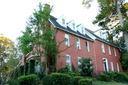 Three-story Townhome in Belhaven