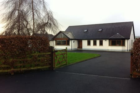 Curraquill, Nr Dromineer, spacious - Nenagh