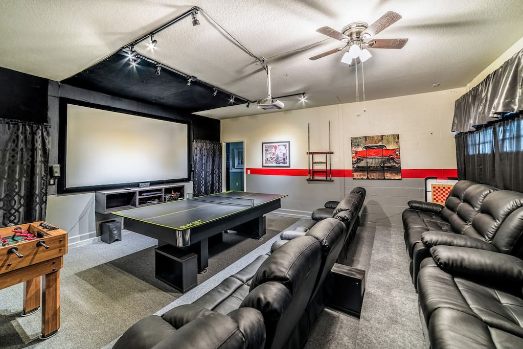 Media / Game Room (Pool & Ping Pong) with Leather Recliners for 12