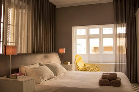 Bright Corner 1-Bedroom in the City