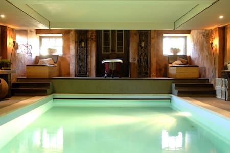 Grand Holiday Home in Alphen with Sauna & Jacuzzi