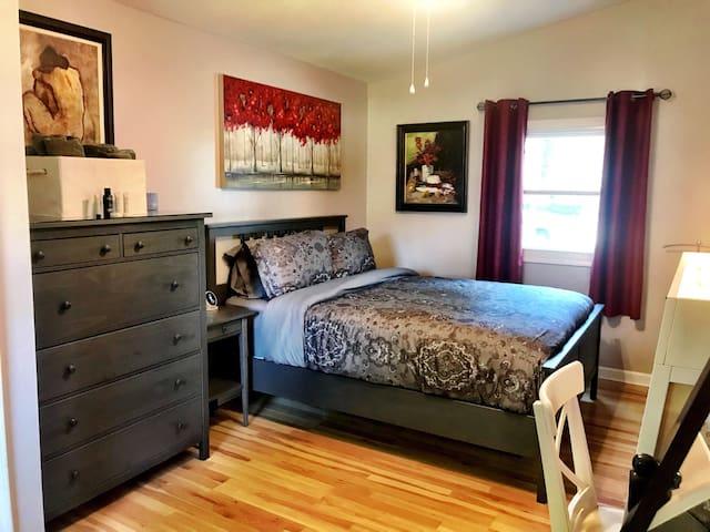 Bedroom 3 with queen size bed.