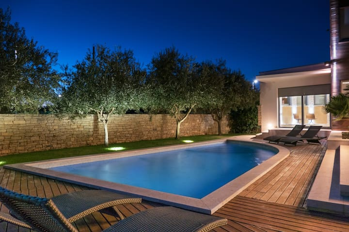 Luxury seaview Villa with pool