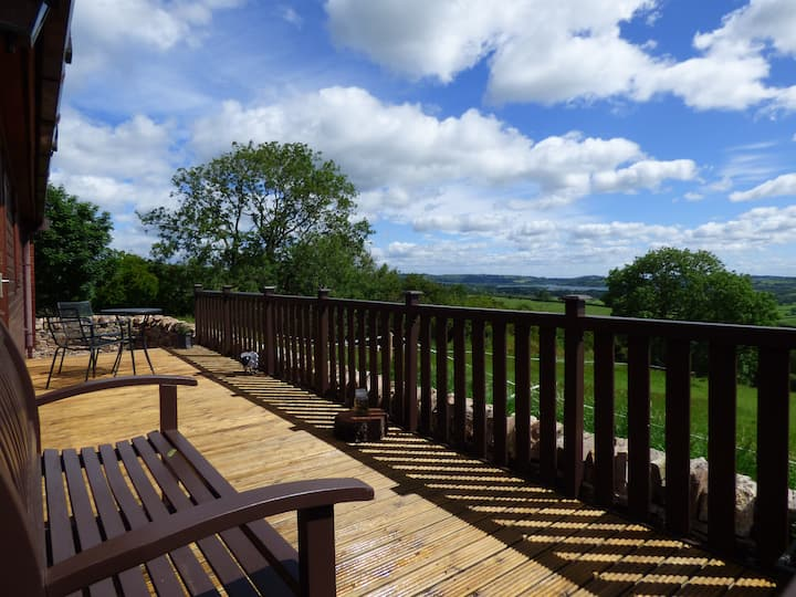 Ewe Lodge- Breathtaking views, peace & tranquility