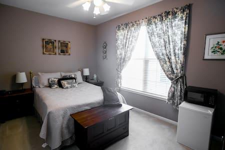 Super Host & Excellent Value - The Waverly Suite