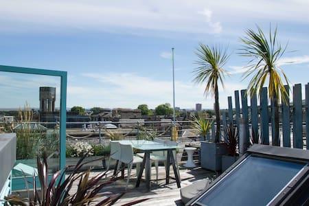 Rooftop Design loft with incredible views - Эдинбург