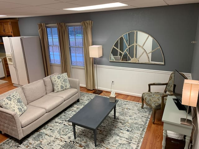 Private Apartment in Rustic Setting