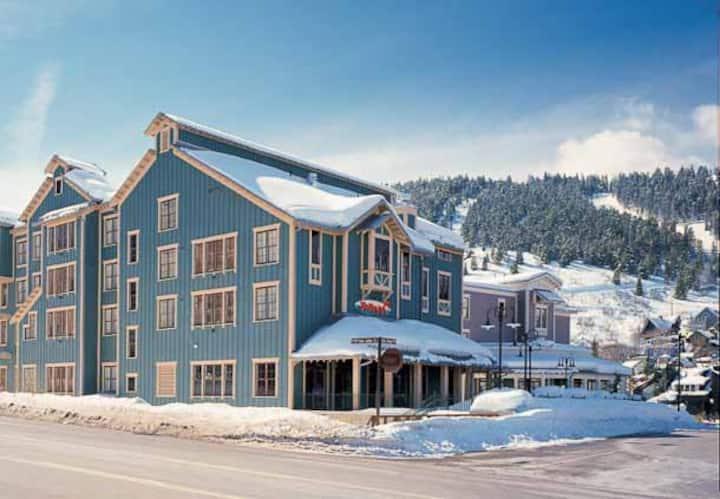 Marriott's Summitwatch Studio ski in/out Feb 27