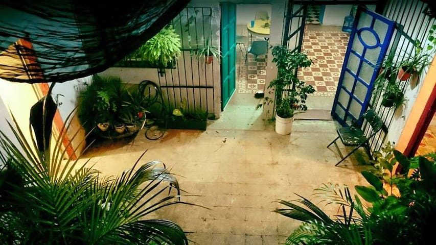 Bella Casona en el centro de Merida. / 1 block ADO - Mérida - Huis