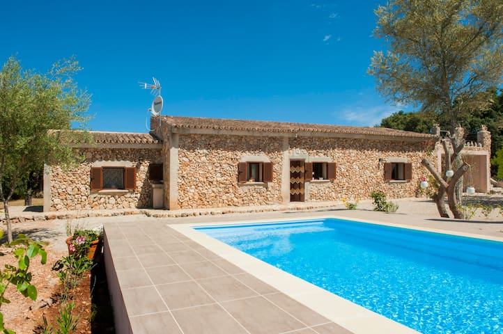 CAN BARRERA - Villa with private pool in Costitx.