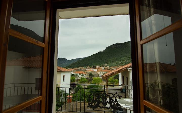 Leonidio Home