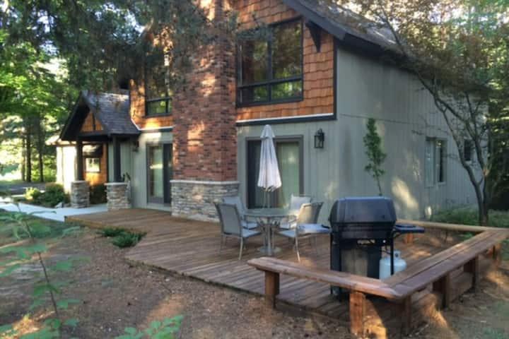 Elegant lodge near Crystal Mountain w/ foosball, private deck, & gas grill!
