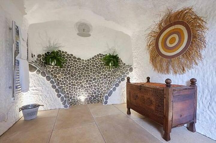 The Rockhouse Retreat,Grand Designs - Low Habberley - Gua