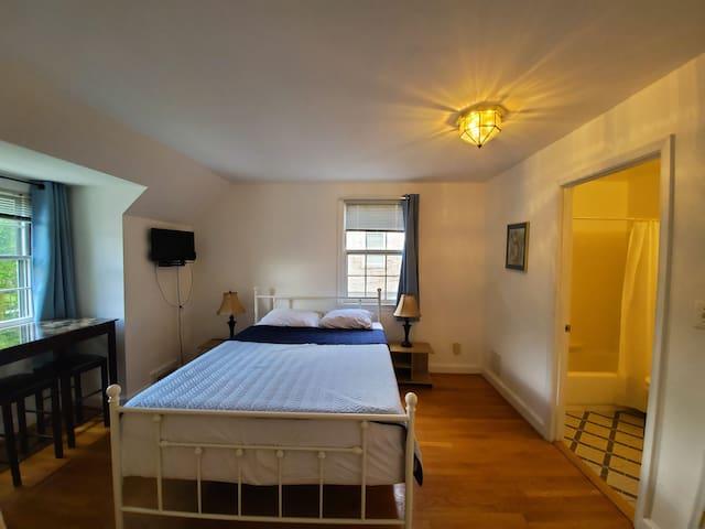 Bright&cozy room near American University(room#4)