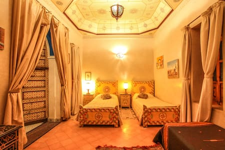 Belle grande chambre  3 lits riad Puchka marakech - Marrakesh - Bed & Breakfast