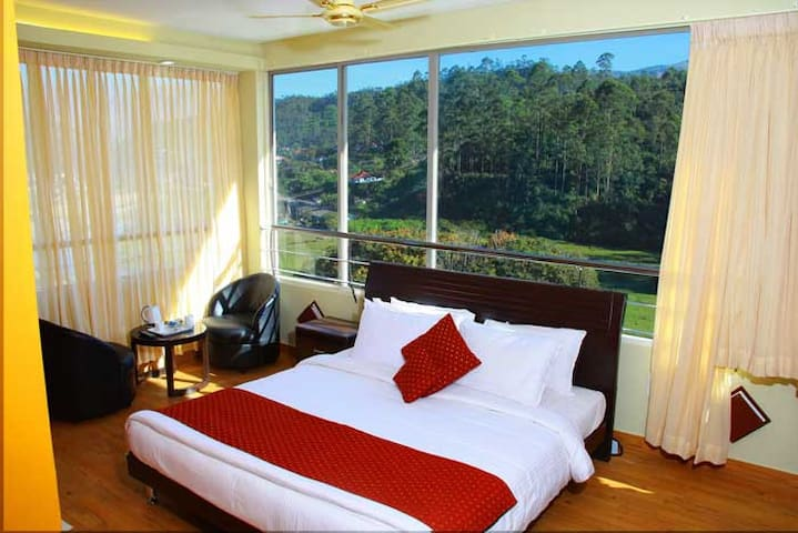 Eminence Royal-Surroundings Amidst Tea Plantations - Munnar - Butikhotel