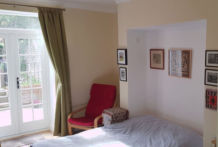 Private Studio Flat at the Heart of  Winchester