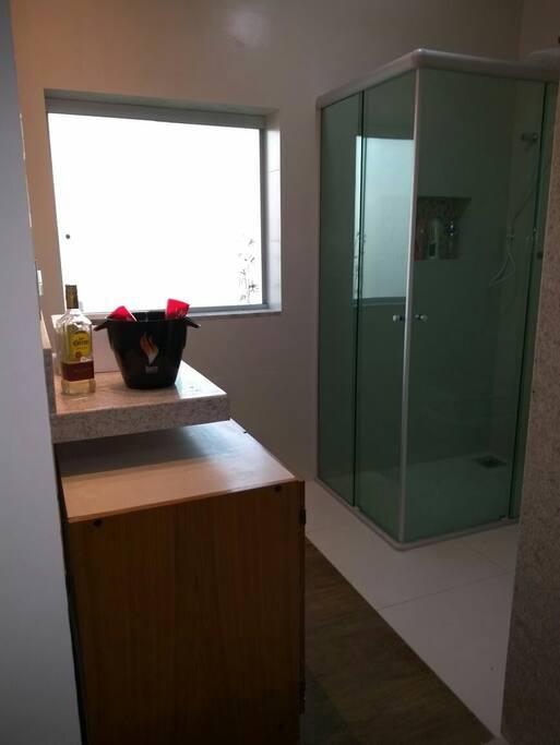 Banheiros novos. Confortáveis e aconchegantes.