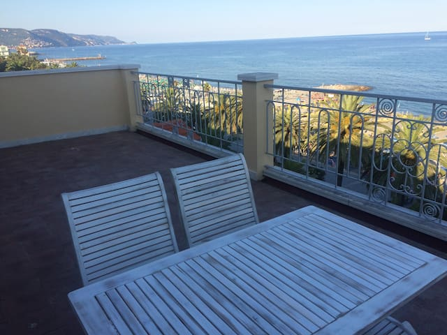Central penthouse with wonderful seasight - Loano - Pis