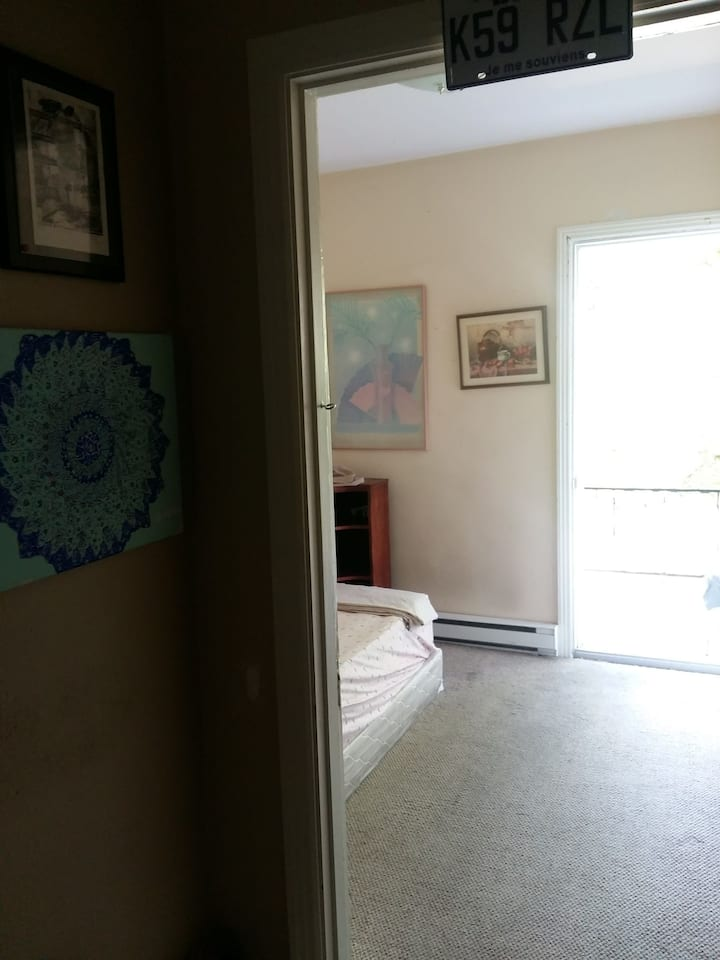 cozy room close to metro and downtown