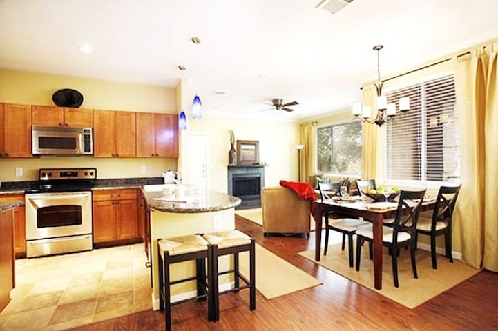 Quiet luxury in 2Br/2Ba condo