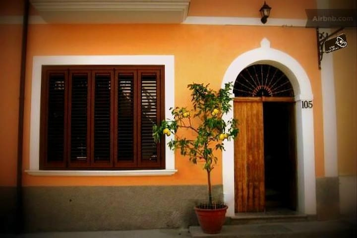 La Mariposa B&B - Yellow Room - San Basile - Bed & Breakfast