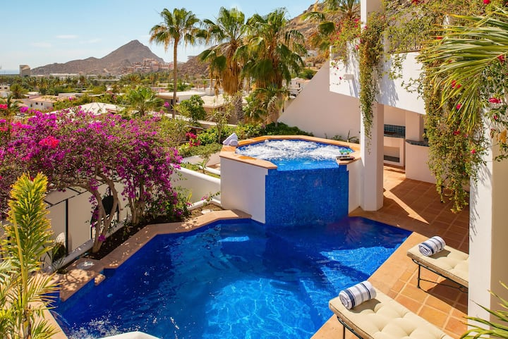 Walking Distance to the Marina: Villa Colorado