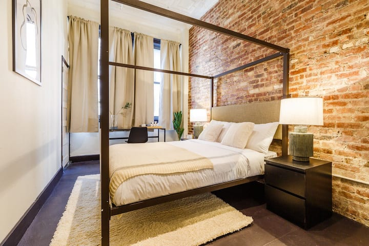 Chelsea: Fully Furnished Queen Bedroom