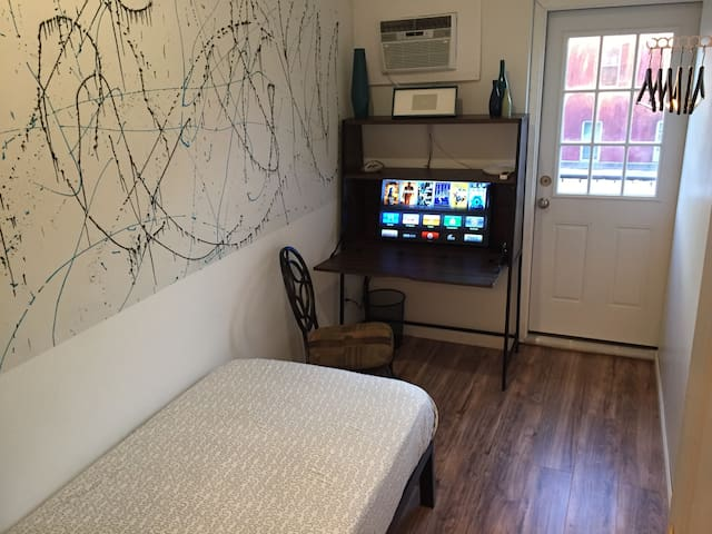 Single Person Bedroom Midtown 15 mins