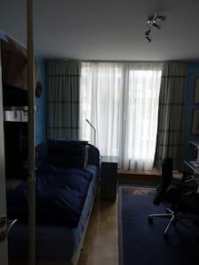 Privatzimmer mit eigenem Bad - Düsseldorf - Bed & Breakfast