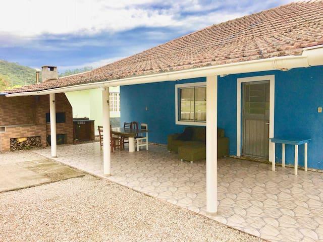 Casa em Governador Celso Ramos com Ar Condicionado