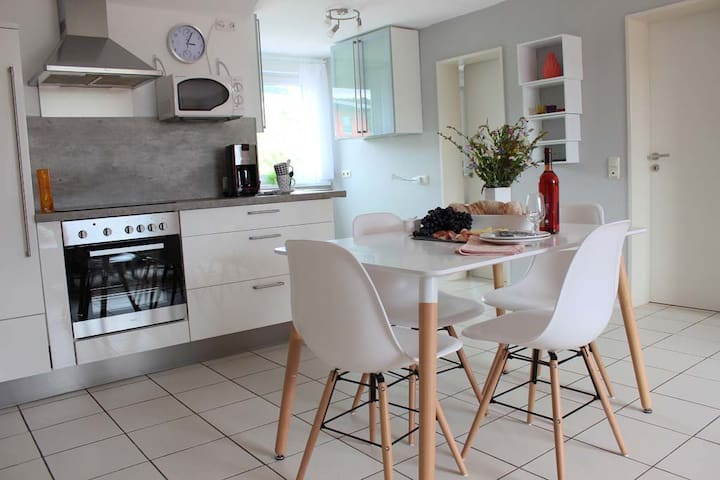 Moderne, helle Dachgeschosswohnung in Winzerort - Nittel - Guesthouse