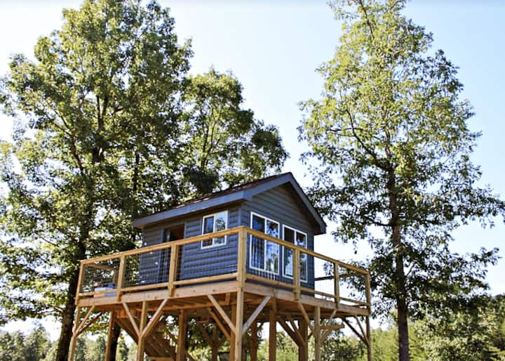 Baggenstoss Farms Treehouse