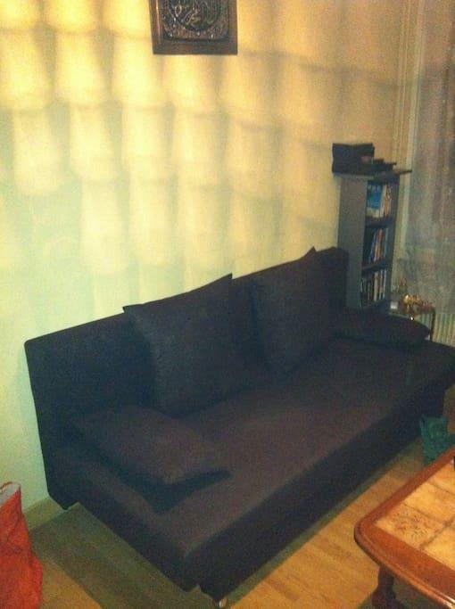 Salle de repos avec piano, télé, dvd...