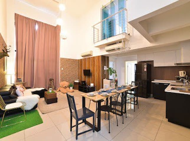 Spacious balcony 4room penthouse, mid valley ,KL
