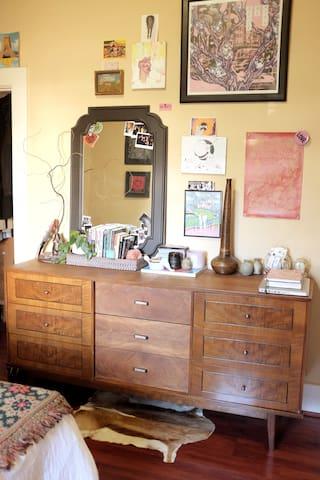 Vintage-Inspired, Art-Filled Room in Mt. Pleasant!