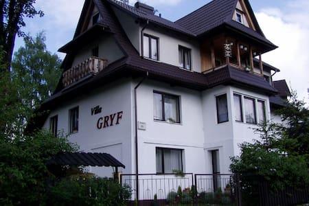 Villa Gryf pokój z łazienka na korytarzu. - Zakopane - Rumah