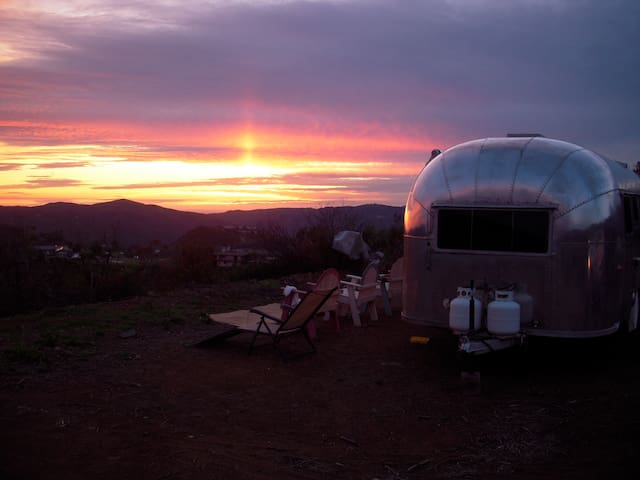 MALIBU AIRSTREAM TRAILER MOUNTAIN ADVENTURE