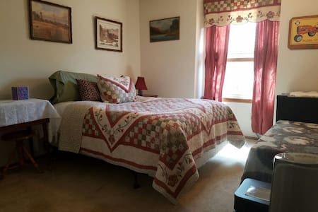 Near Redrocks: Private Bedroom/Bath/Loft + Yoga - Littleton