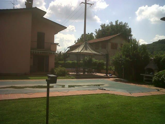 VILLA CON PISCINA - Ambivere - Villa