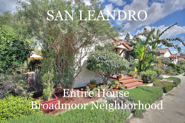 Hollywood-Style Bungalow Court #2 - San Leandro - House