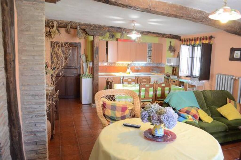 Cocina y Comedor de la casa rural La Pequeña A