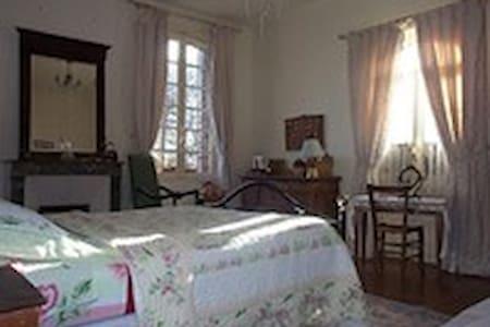 Chambre près de Deauville/Honfleur - Saint-Gatien-des-Bois - Bed & Breakfast